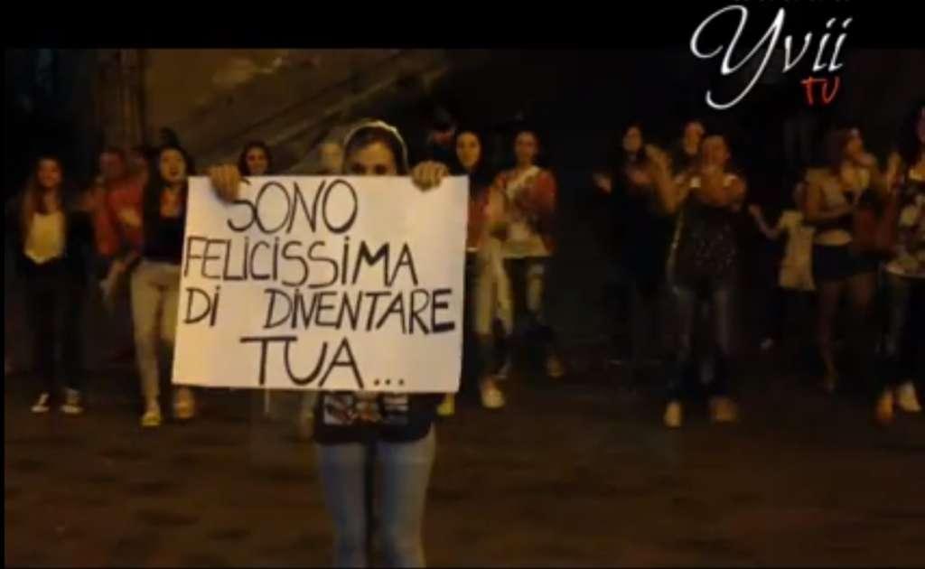 """Estremamente Flash-mob d'amore"""" in piazza Roma, ecco la sorpresa della  YJ41"""
